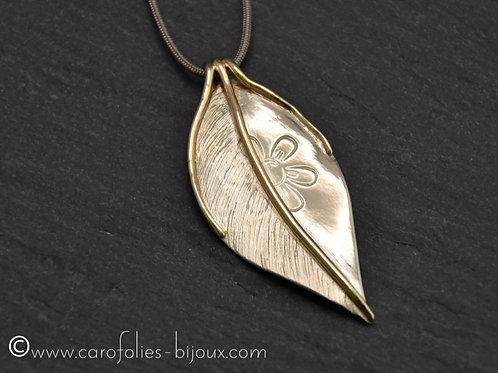 Collier en bronze blanc et doré