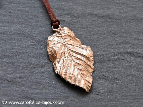 Collier feuille de charme (bronze doré)