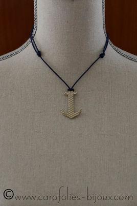 054-Carreaux-Homme-collier-ancre-02.jpg