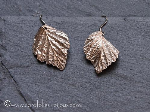 Boucles d'oreilles feuille de framboisier en bronze blanc