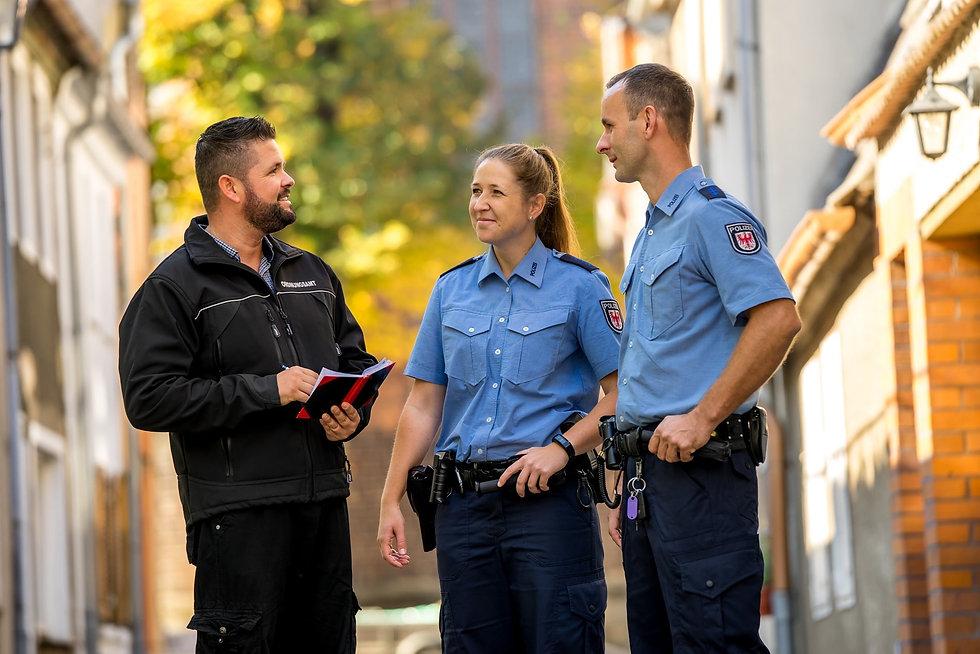 Streifenpolizei-min.jpg