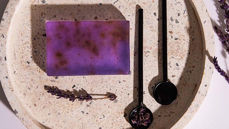 Χειροποίητο Σαπούνι με βιολογικό Λάδι Ελιάς & αιθέριο έλαιο λεβάντας 100gr