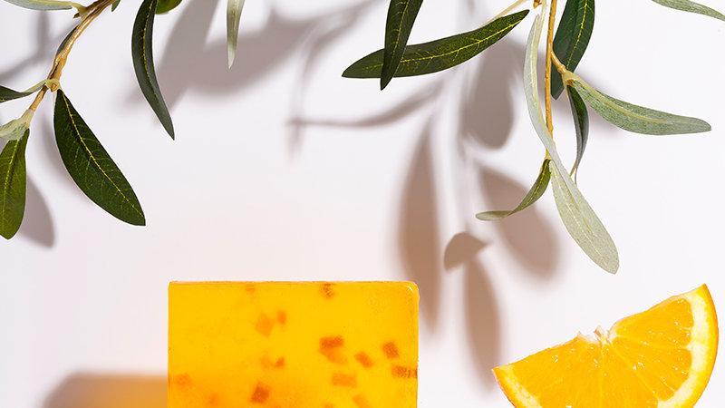 Χειροποίητο Σαπούνι με βιολογικό Λάδι Ελιάς & αιθέριο έλαιο πορτοκαλιού 100gr