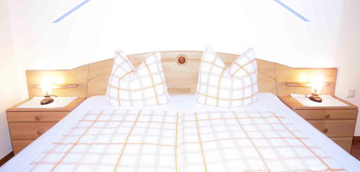 Room2 - Bett