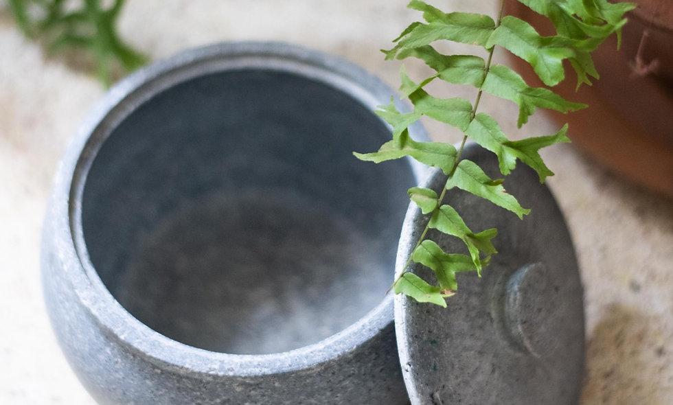 Maa kal jaadi - 1L soapstone jar with lid