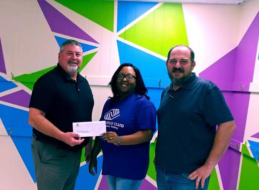 Fayetteville Bank donates $1,000