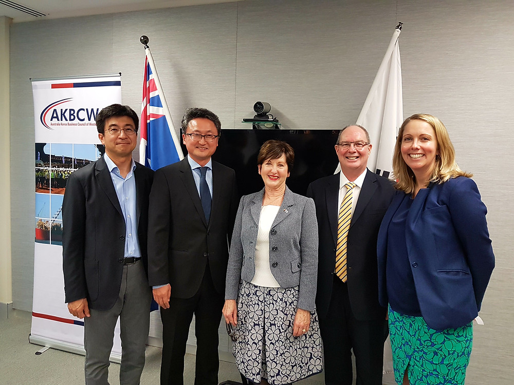 Left to Right - Kiho Han, Young Yu(Chairman), Fay Duda, Eric Ripper (Patron), Clare Pope