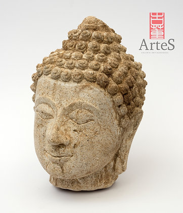 Cabeza de Buda en piedra caliza, talla de origen tailandés