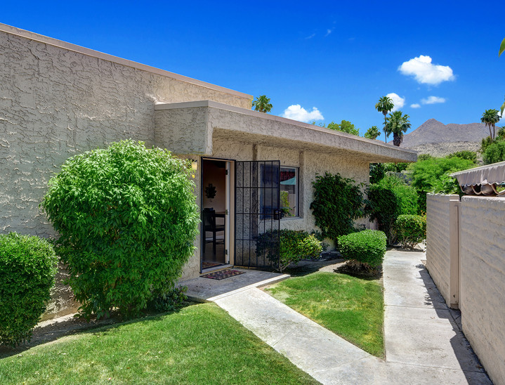 FRONT ENTRY WALK TO MOUNTAINS MLS.jpg