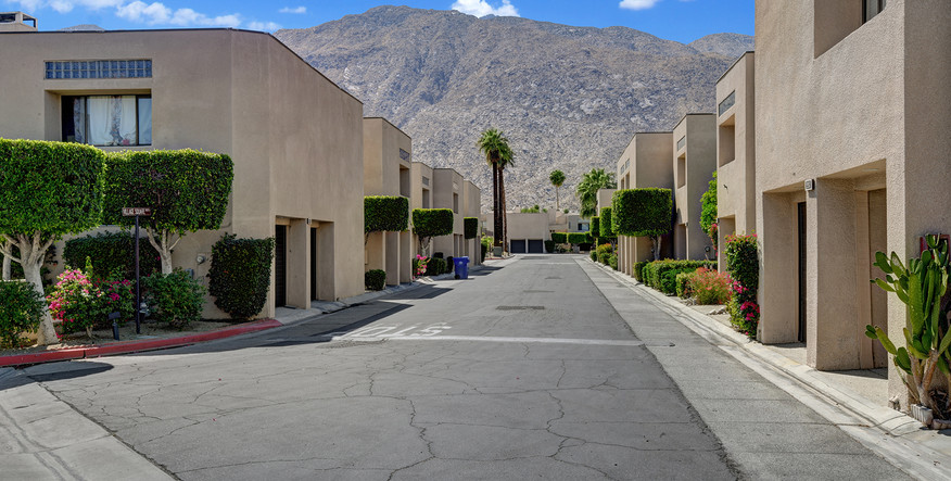 MOUNTAIN VIEW FROM ENTRY MLS.jpg