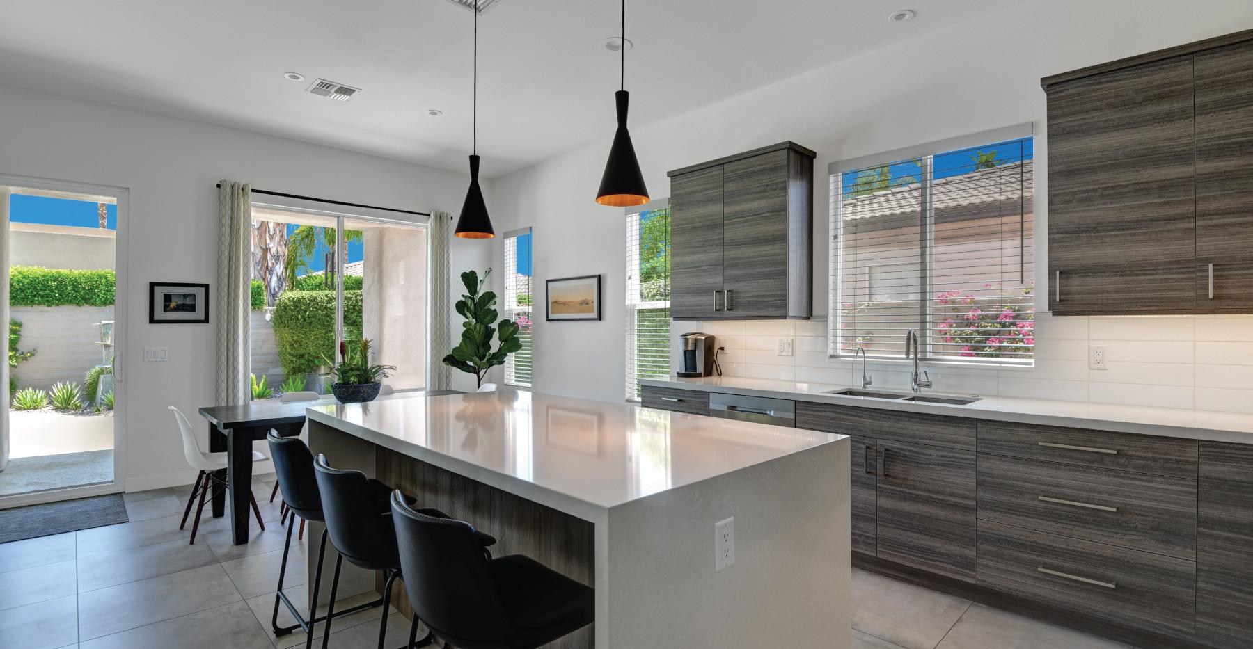 Kitchen-&-Social-Bar.jpg
