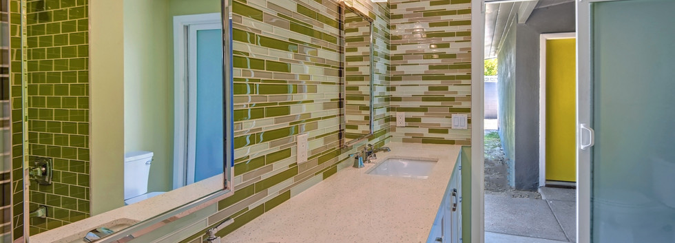 HALL GUEST BATHROOM THROUGH TO BREEZEWAY