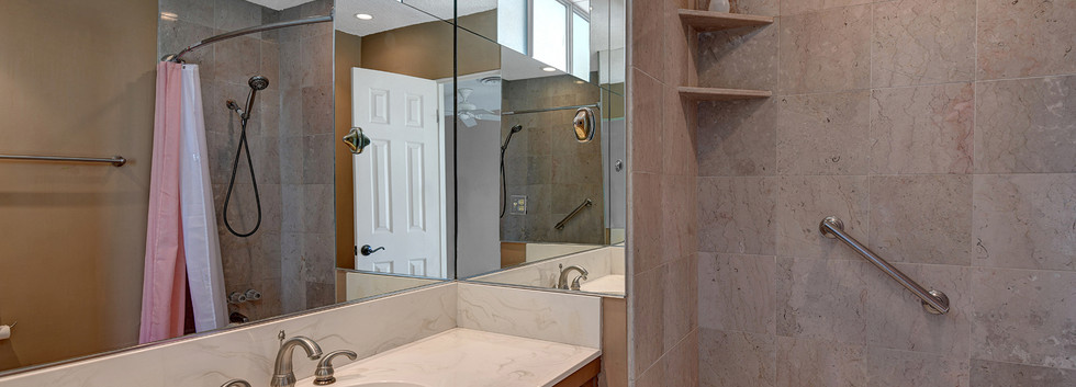 MASTER BATHROOM ACROSS MLS.jpg
