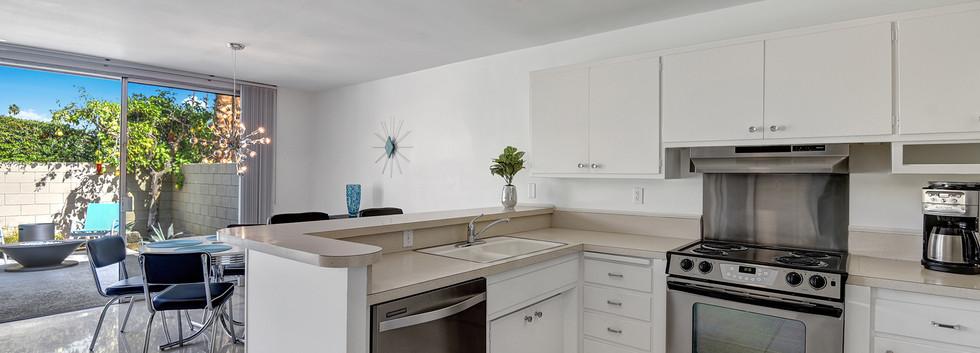 4 Kitchen 2.jpg