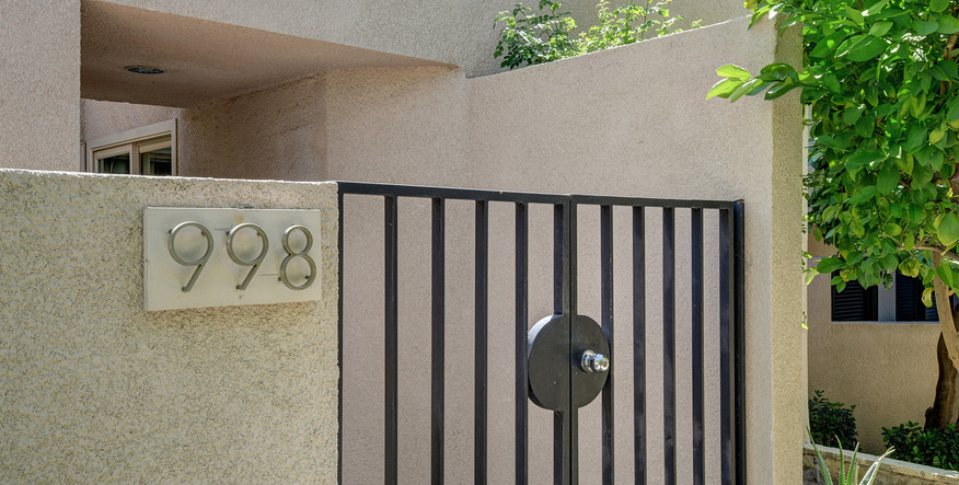 OFFICIAL FRONT ENTRY MLS.jpg