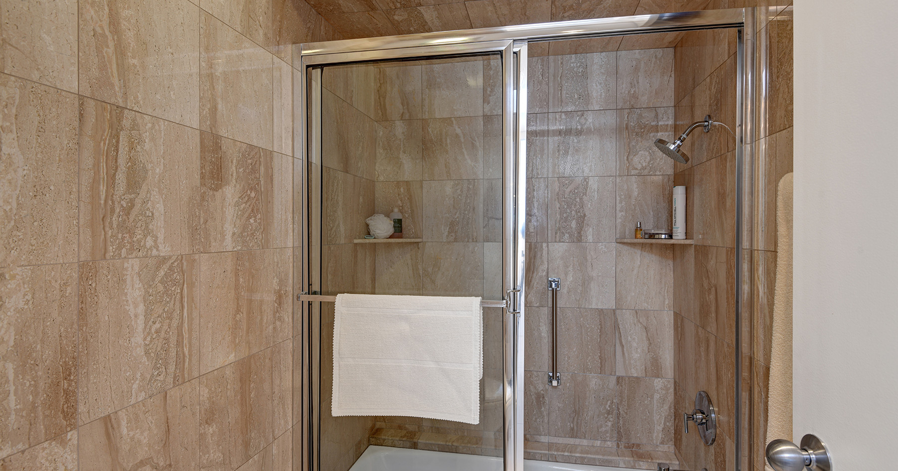 JACK AND JILL BATHROOM SHOWER AND TUB ML