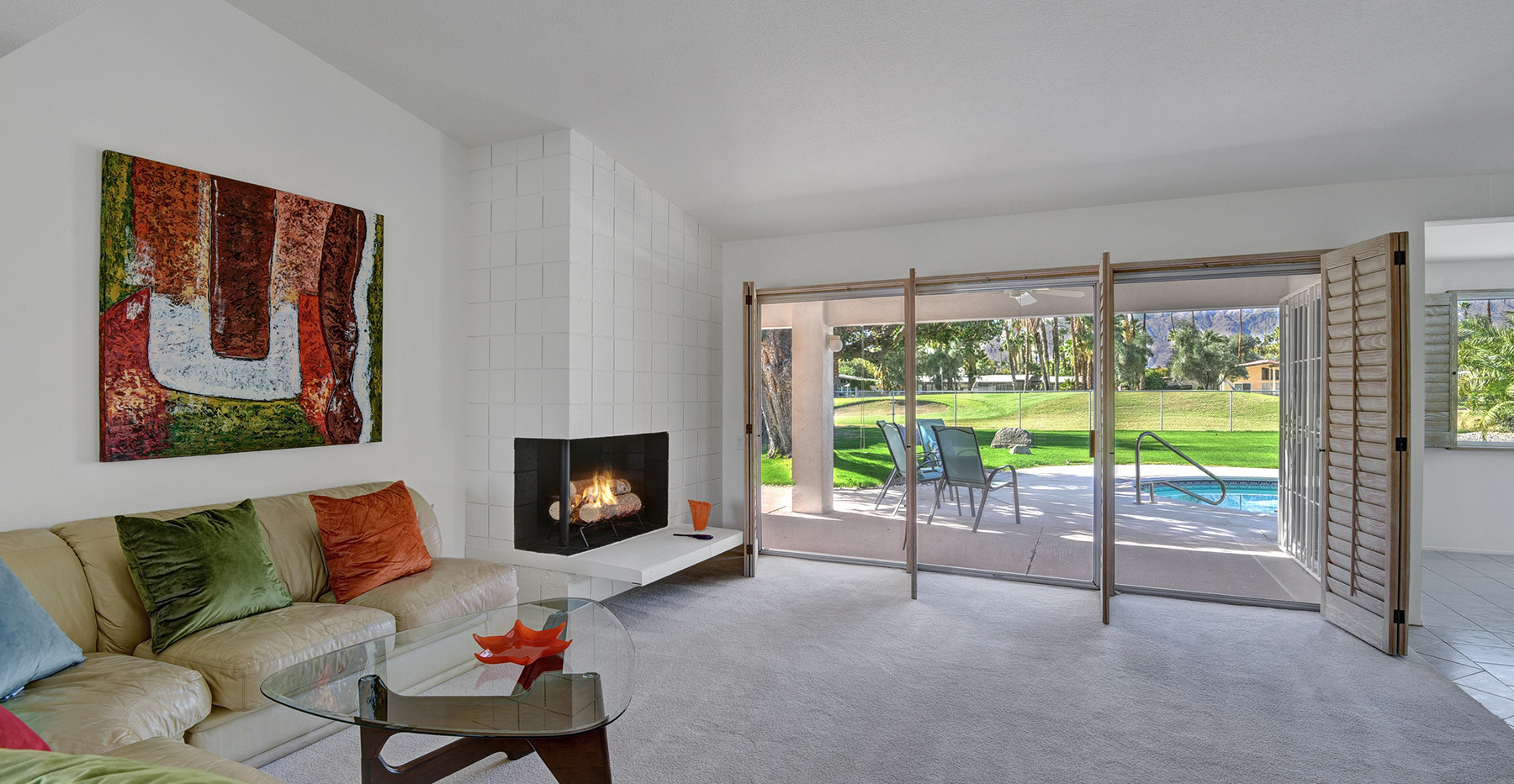 04-LIVING ROOM WITH FIREPLACE SHUTTERS O