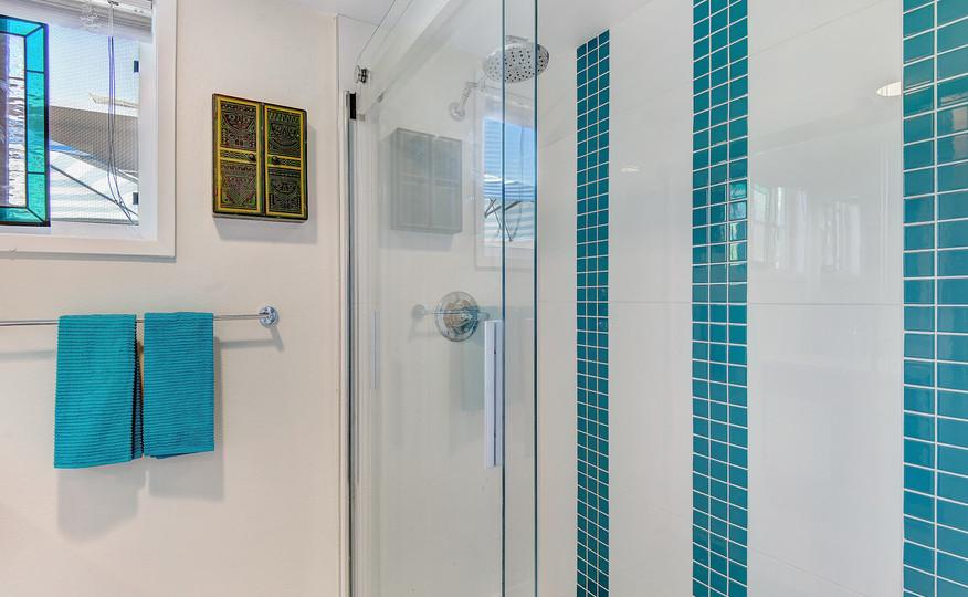 BATHROOM SHOWER DETAIL MLS.jpg