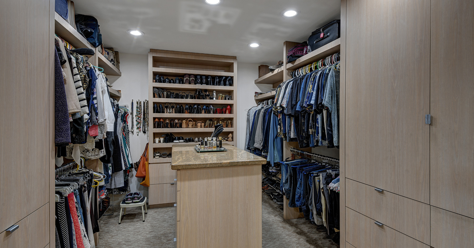 MASTER WALK IN CLOSET MLS.jpg
