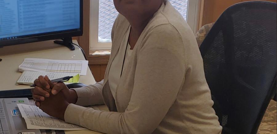 Nicole Bradford, EKI employee providing