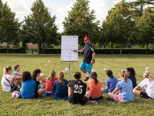 """""""Królowe boiska"""" – piłka nożna dla kobiet (ocena 5/10)"""