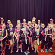Mini and Jr comp teams after their award