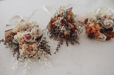I am offering Mothers Day Floral arrange