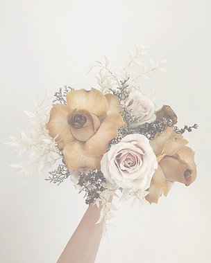 A%20hand-tied%20bridal%20bouquets%20can%