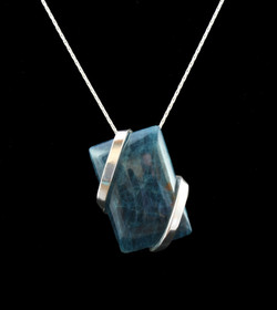 No380+Apatite+Rectangular+Pendant+3.8cm.