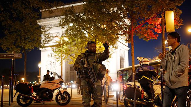 ΤΩΡΑ: Ο ISIS ανέλαβε την ευθύνη της επίθεσης στο Παρίσι με τους 2 νεκρούς αστυνομικούς