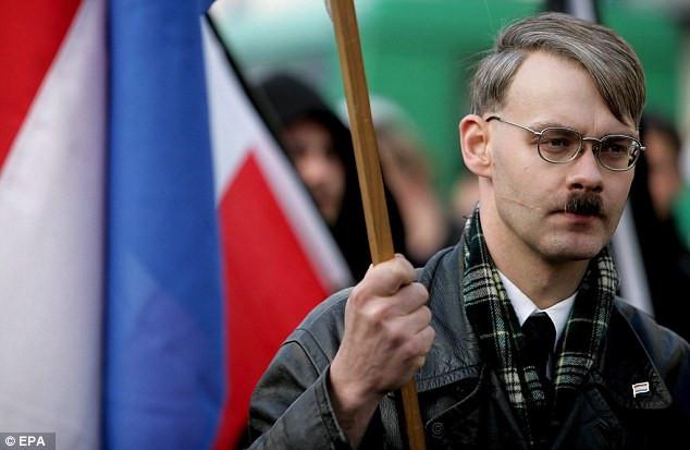 Μπαρούτι μυρίζει η Κολωνία - 4.000 Αστυνομικοί στους δρόμους και 4ήμερη απαγόρευση πτήσεων πάνω από
