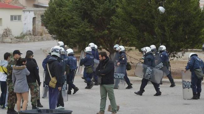 Νύχτα ρατσιστικών επιθέσεων με πέτρες και ξύλα κατά προσφύγων στη Χίο - Διέφυγαν οι «άγνωστοι» δράστ