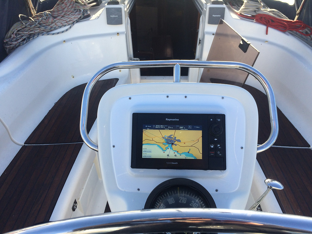 New Raymarine E7 chart plotter fitted into the steering binacle: