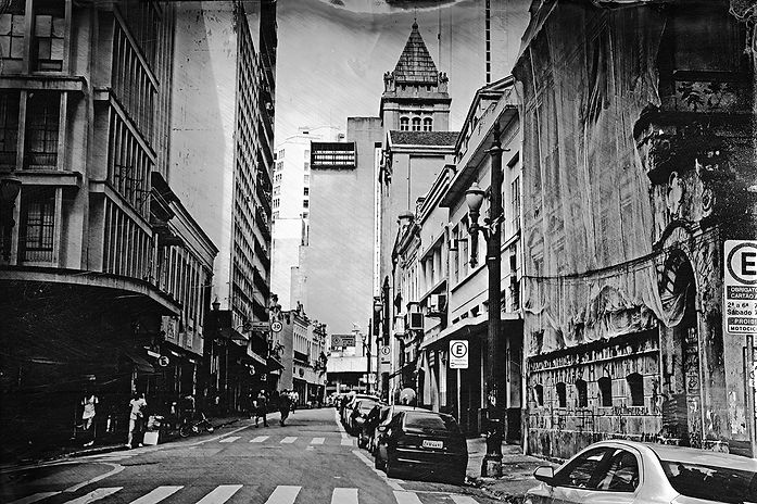 Alex Gimenes e Renan Nakano. Rua Florêncio de Abreu, 2019.  Negativo de Vidro / Colódio Úmido