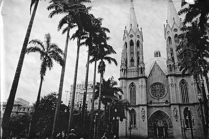 Alex Gimenes e Renan Nakano. Catedral Metropolitana de São Paulo, 2019 Praça da Sé.  Negativo de Vidro / Colódio Úmido