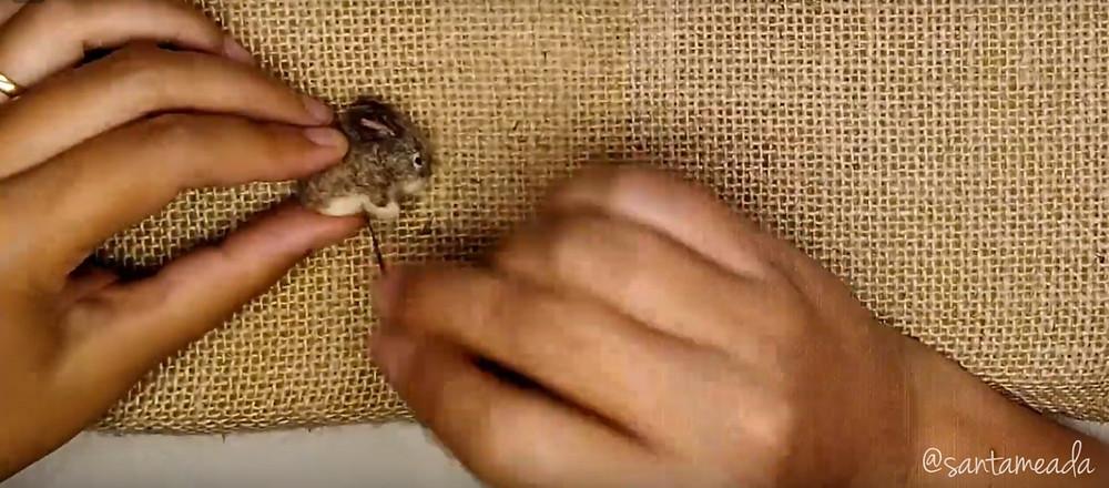 tutorial de feltragem needle felting coelhinho de lã feltrada