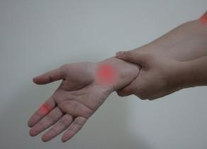 Prevenção de lesões na feltragem (needle felting): como utilizar a ergonomia na sua prática