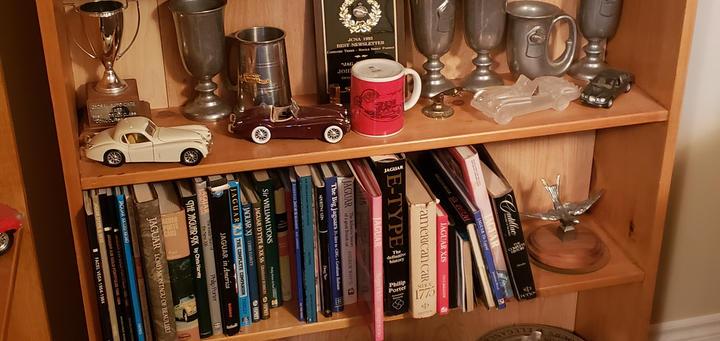 display / book shelf