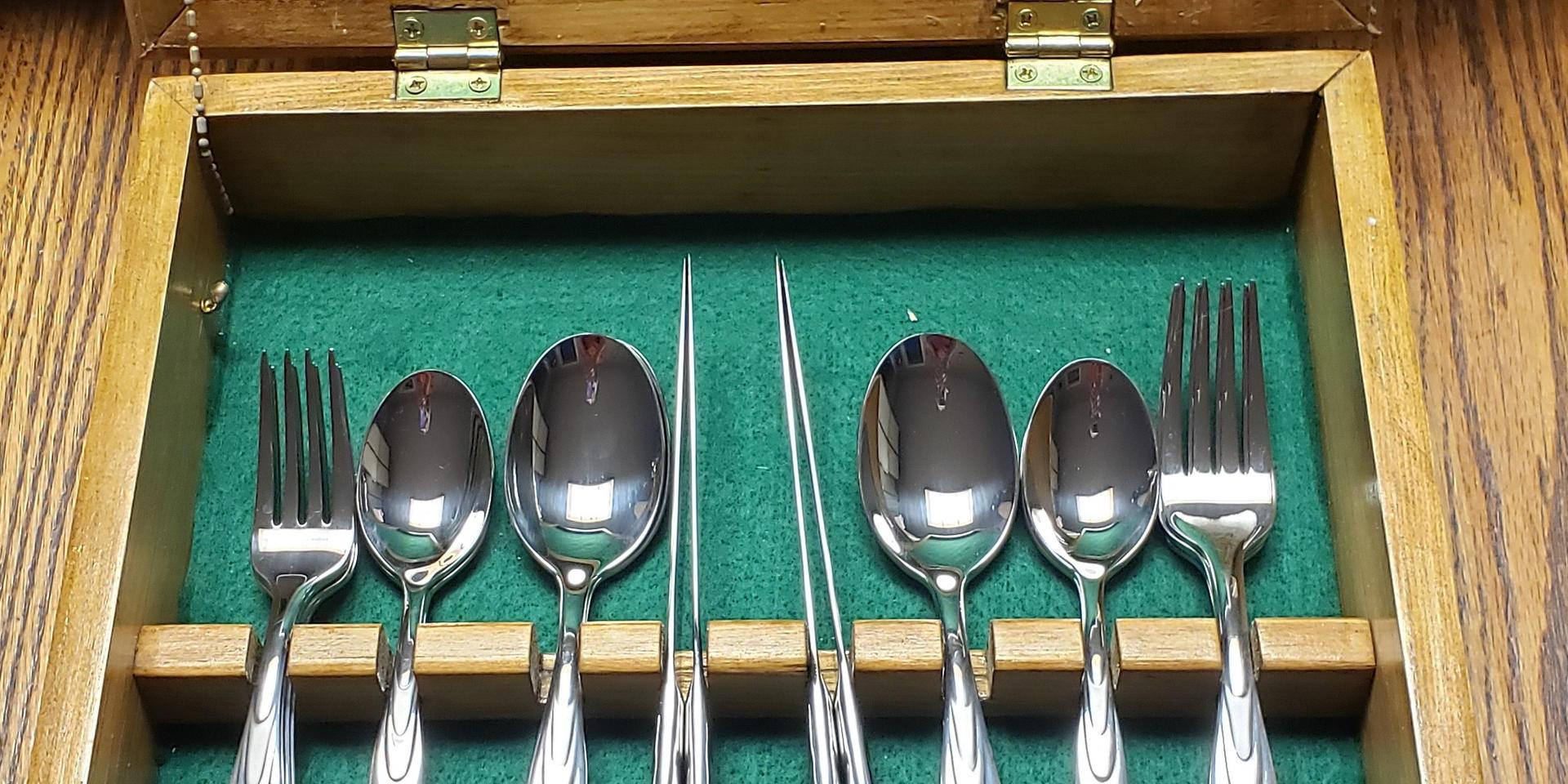 Cutlery box open.jpg
