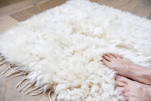 Ručně tkaný kobereček z ovčí vlny