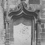 Porte Renaissance cour du cloître Mozac
