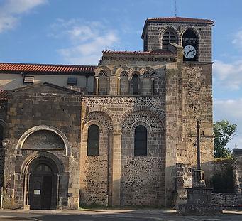Façade nord de l'église Saint-Pierre de Mozac