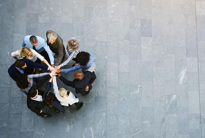 collega's met handen bij elkaar-3.jpg