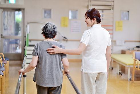 看護師と女性