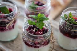 yoghurt,berries,mint