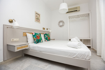 double bed,open close