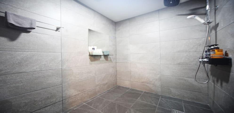 성남 마사지 구인구직 샤워실