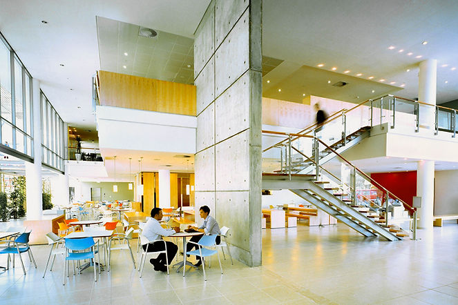 OM Business School_CT_3340_04_red.jpg