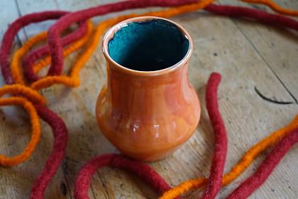 Vase aus Steinzeug mit wunderbarem Inneren