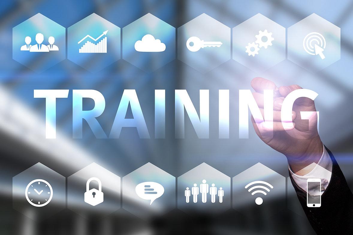 Businessman draws _Training_ on the virt